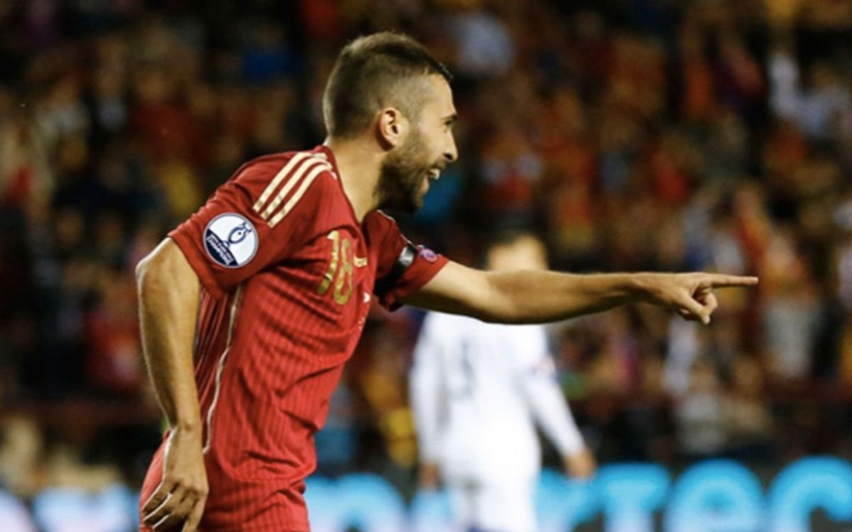 Jordi Alba and Sergio Busquets feature as Spain defeat Ukraine