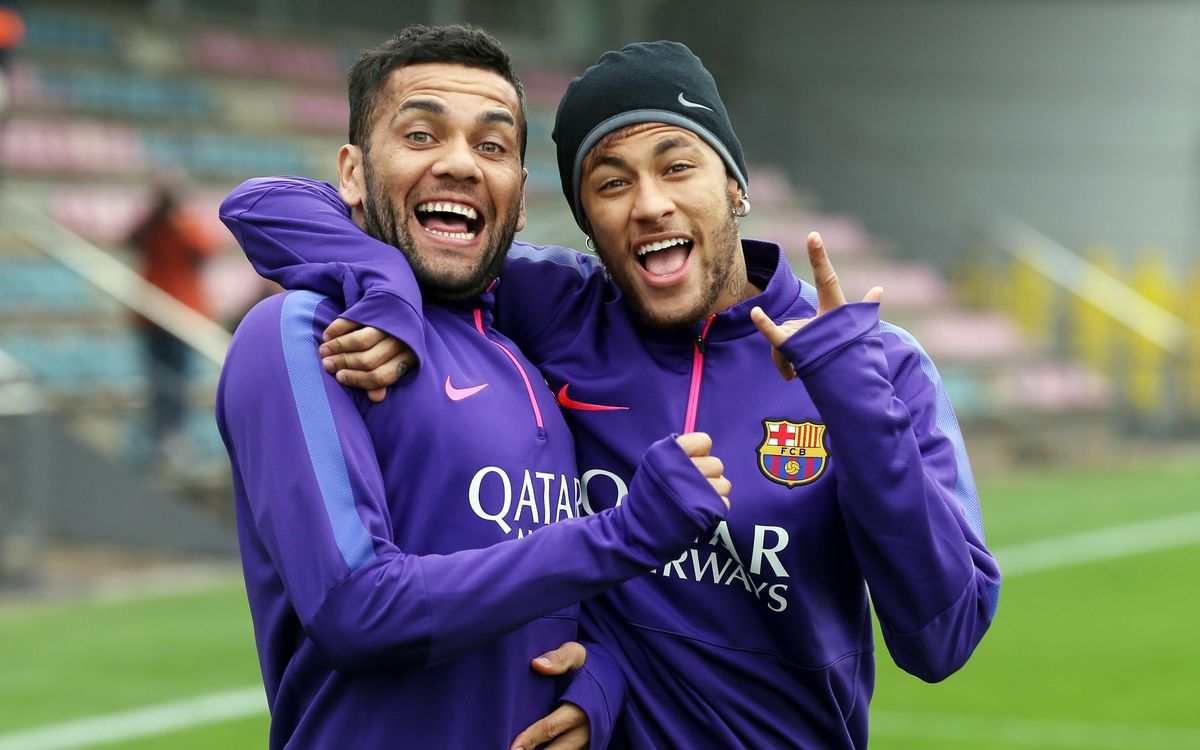 Neymar and Dani Alves to return on Thursday
