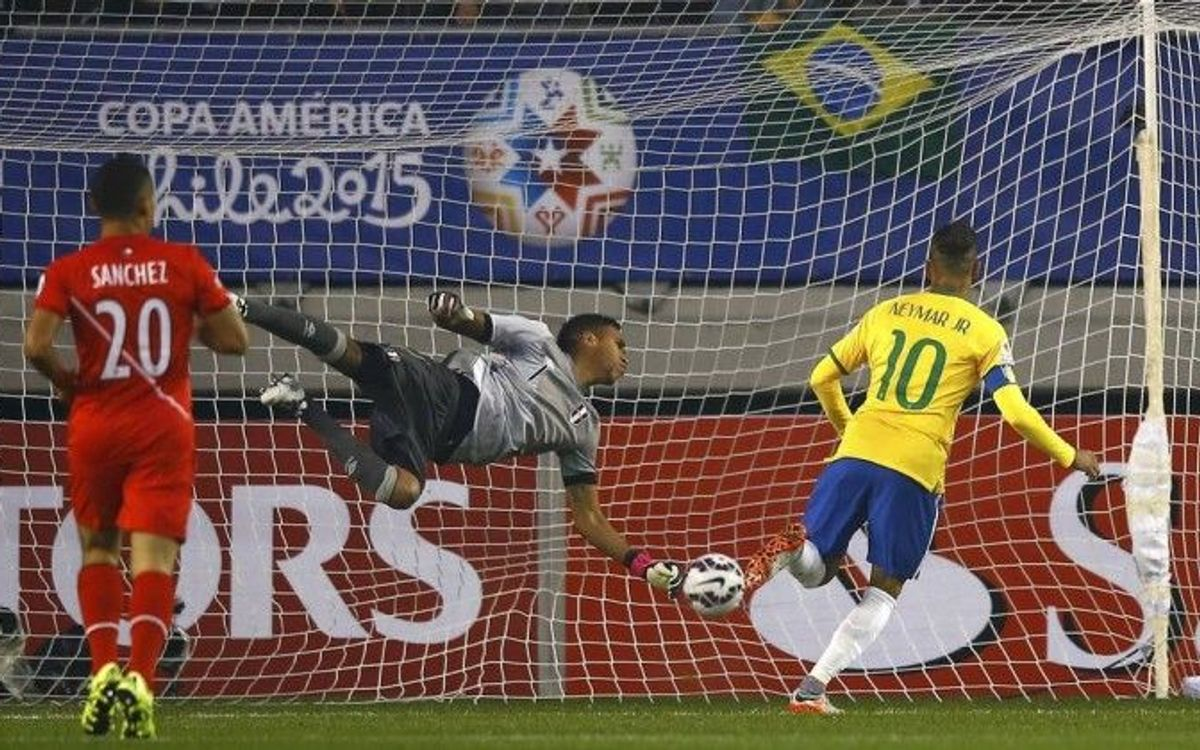 Neymar leads Brazil to last-minute win over Peru (2-1)