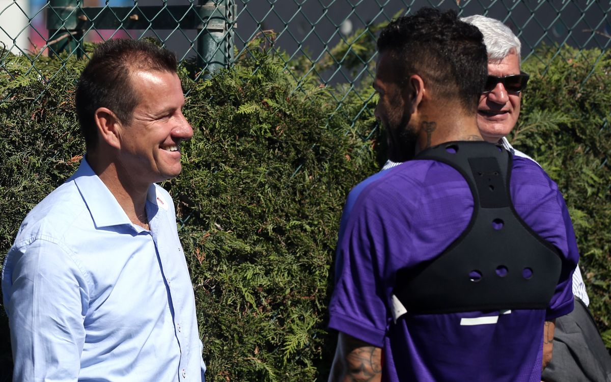 Dunga visits FC Barcelona training session