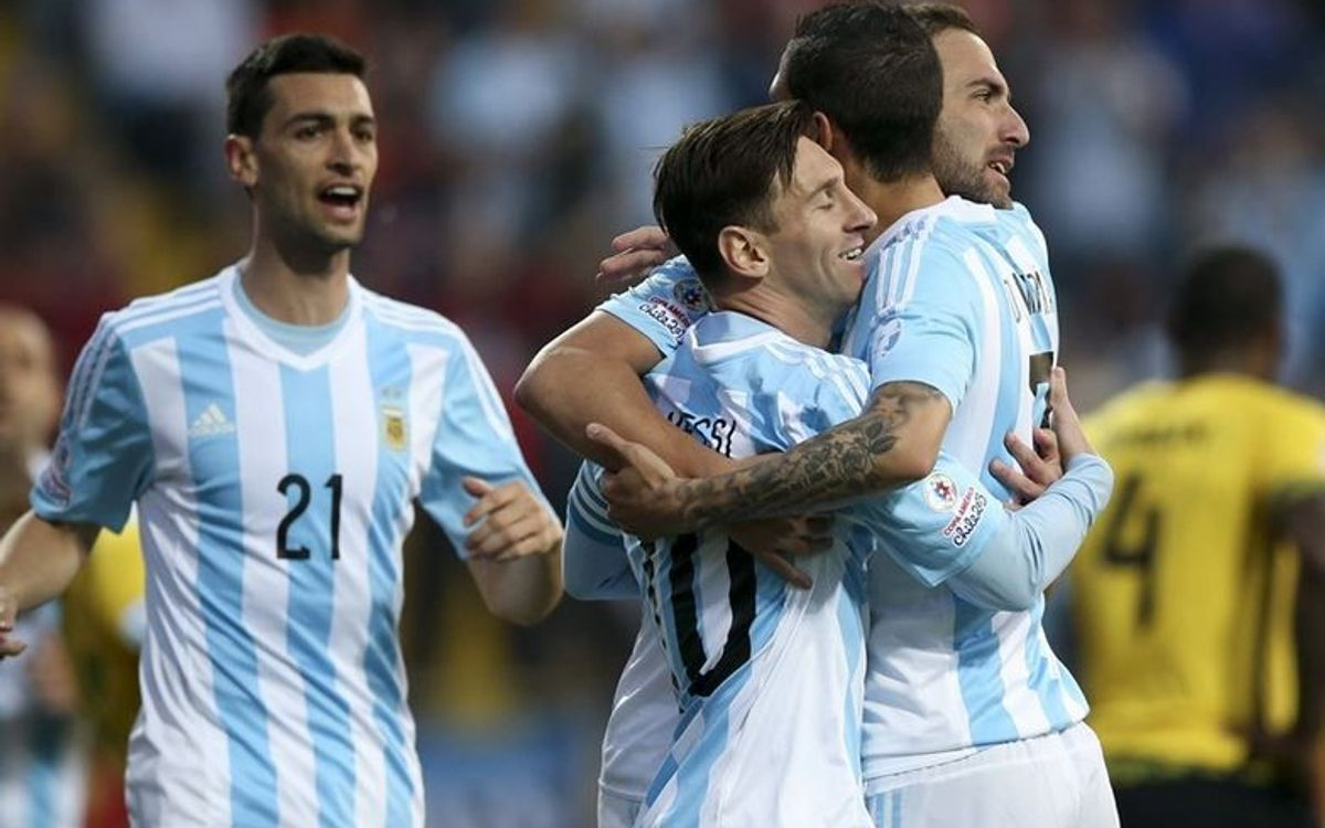 Mascherano and Messi's Argentina top group with win over Jamaica (1-0)