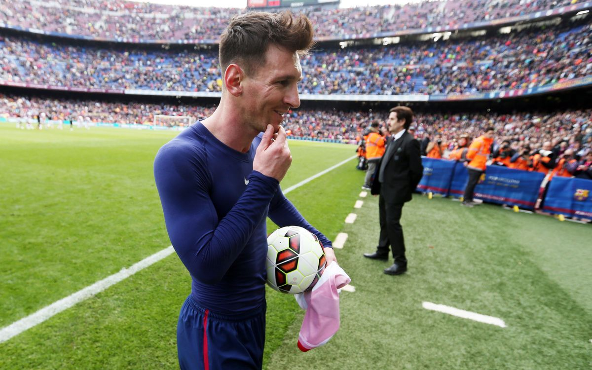 Leo Messi sets hat-trick records, moves into tie for league scoring lead