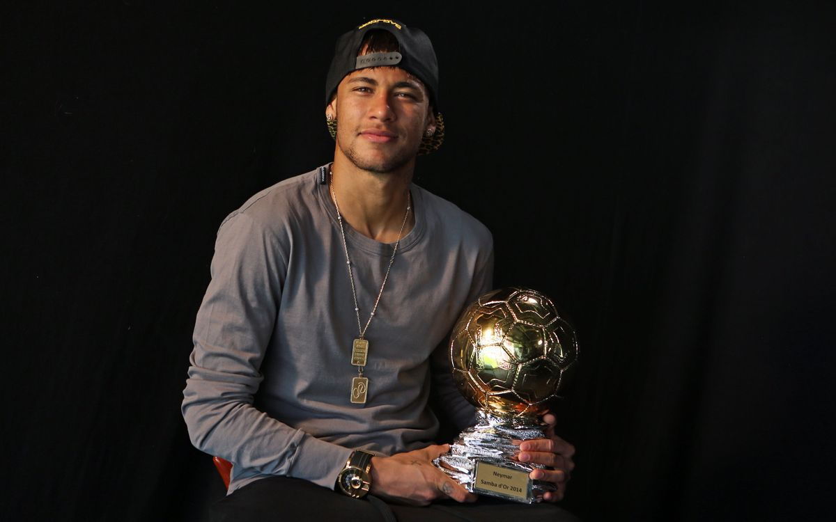 Neymar Jr collects Samba Gold trophy