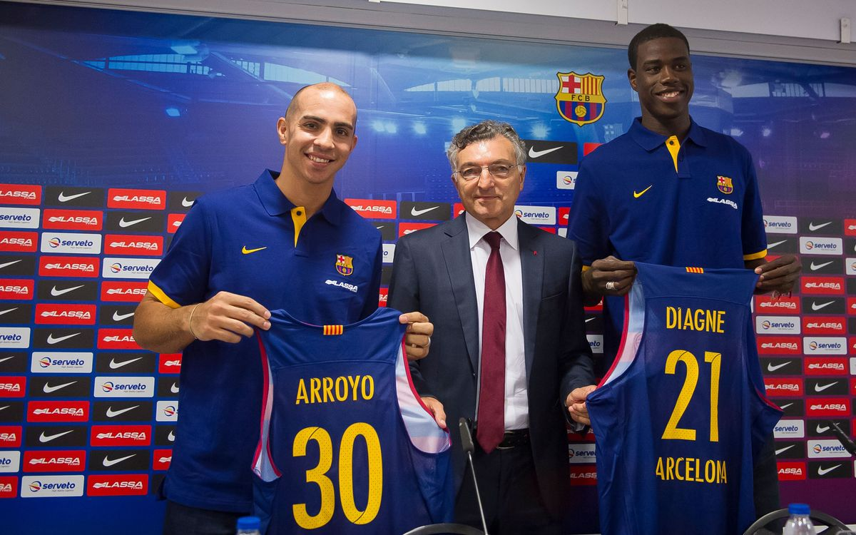 Carlos Arroyo and Moussa Diagne presented to Palau Blaugrana