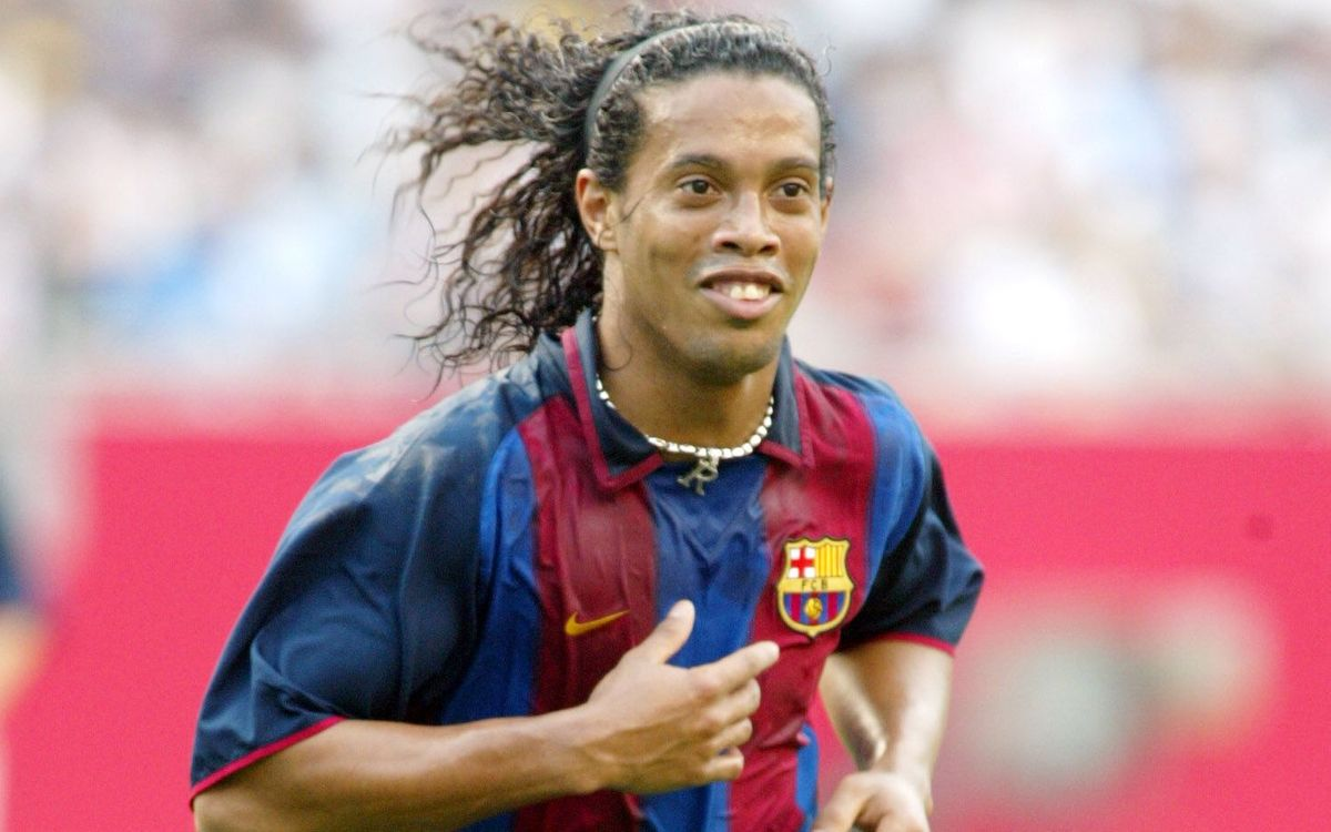 19 July 2003: Ronaldinho arrives