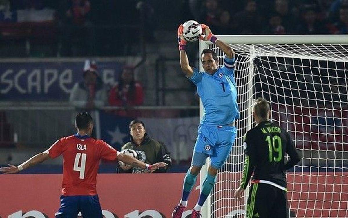 Claudio Bravo i Xile empaten contra Mèxic en un partit vibrant (3-3)