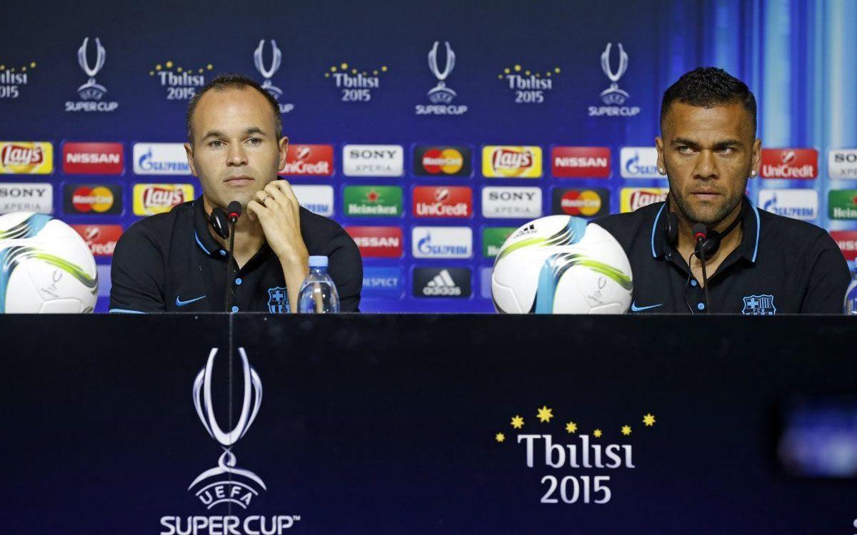 Conférence de presse d'Iniesta et Dani Alves avant la Supercoupe d'Europe