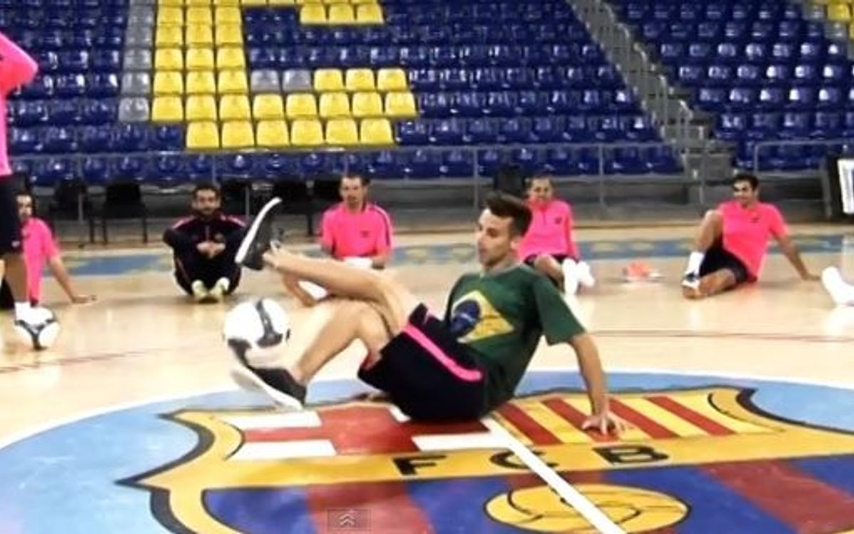 FC Barcelona players wowed by freestyle duo