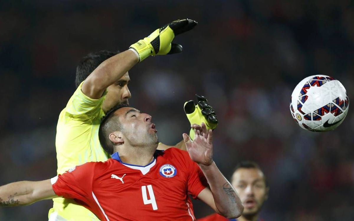 Claudio Bravo and Chile into semi-finals with hard fought win over Uruguay (1-0)