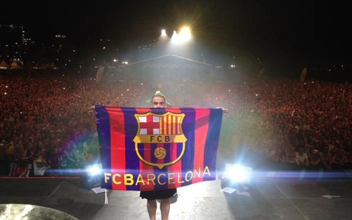 Robbie Williams in the FC Barcelona colours Hard Rock Rising 2015