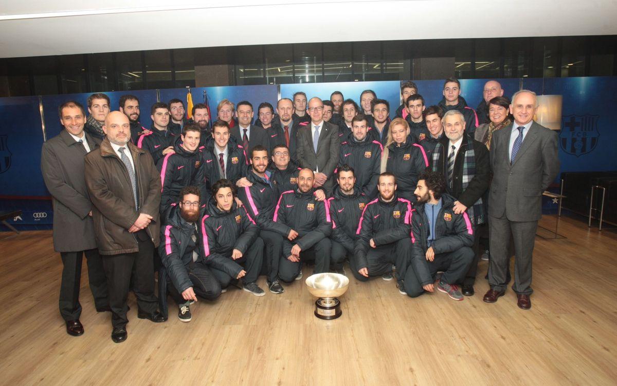 El Camp Nou homenatja l'equip d'hoquei gel, campió de Copa