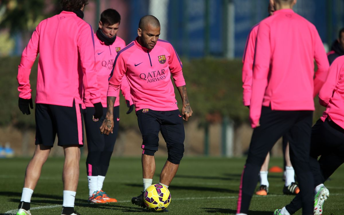 Dani Alves declared fit and named in squad