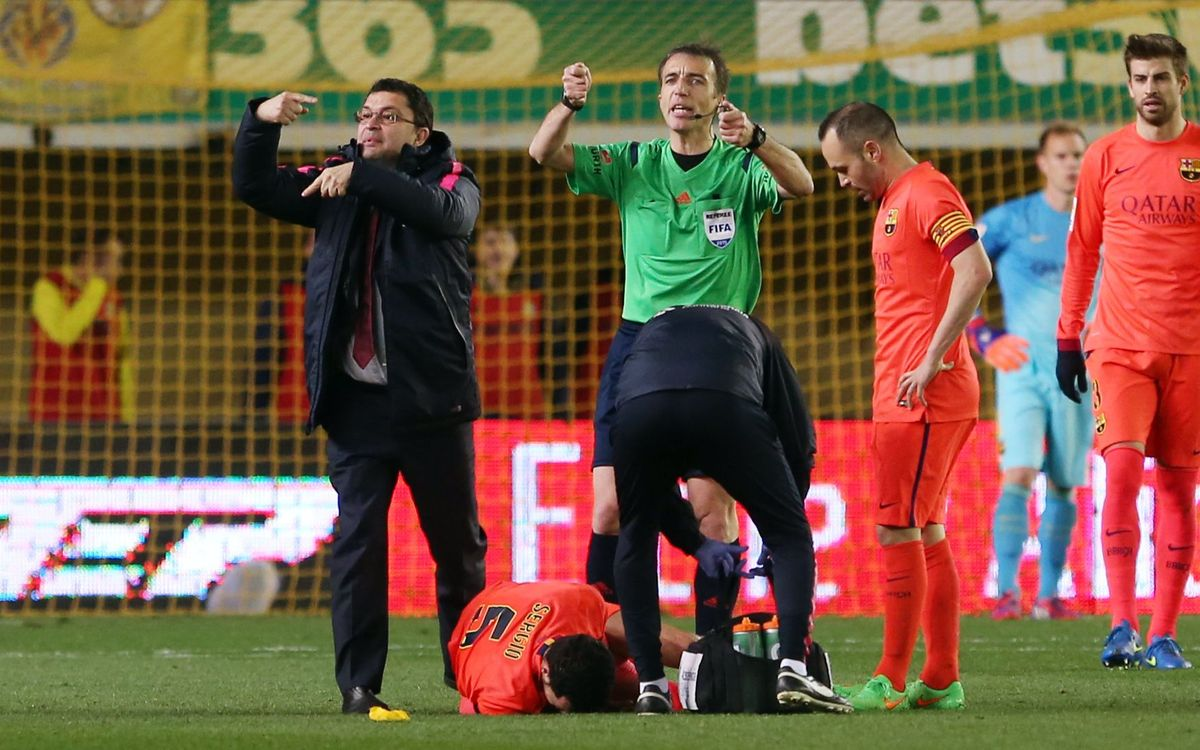 Sergio Busquets has injured ligaments in his right ankle