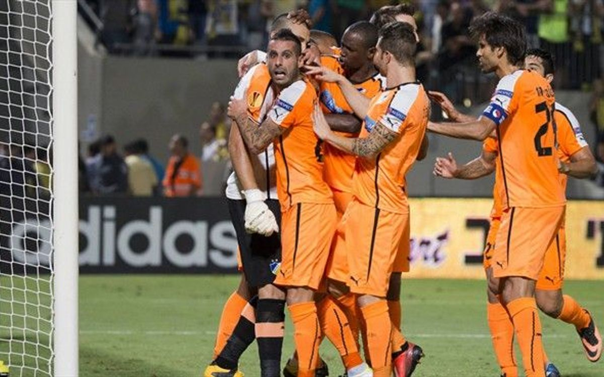 European rivals APOEL get win