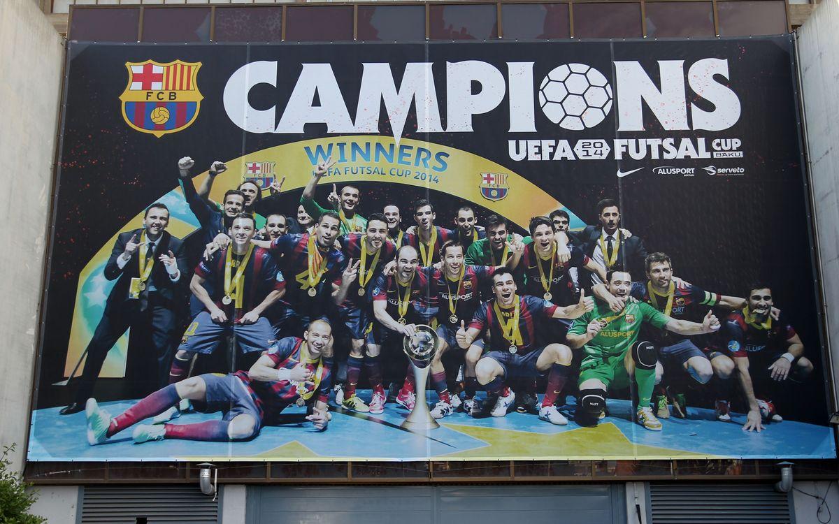 Una enorme foto dels Campions d'Europa de futbol sala està present al Palau