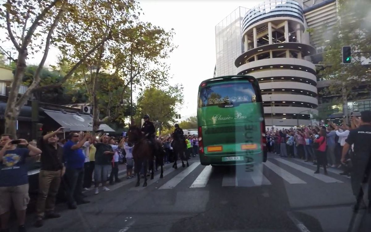 The team's arrival at the the Bernabéu