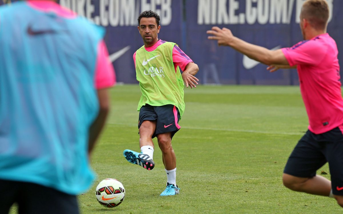 Xavi Hernàndez suffers calf strain in training
