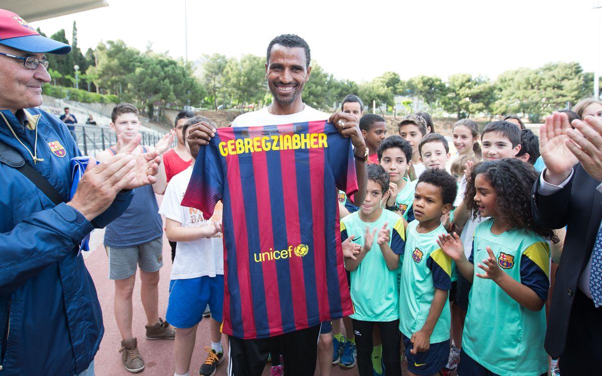 Gebregziabher Gebremariam amb l'escola d'atletisme del FC Barcelona
