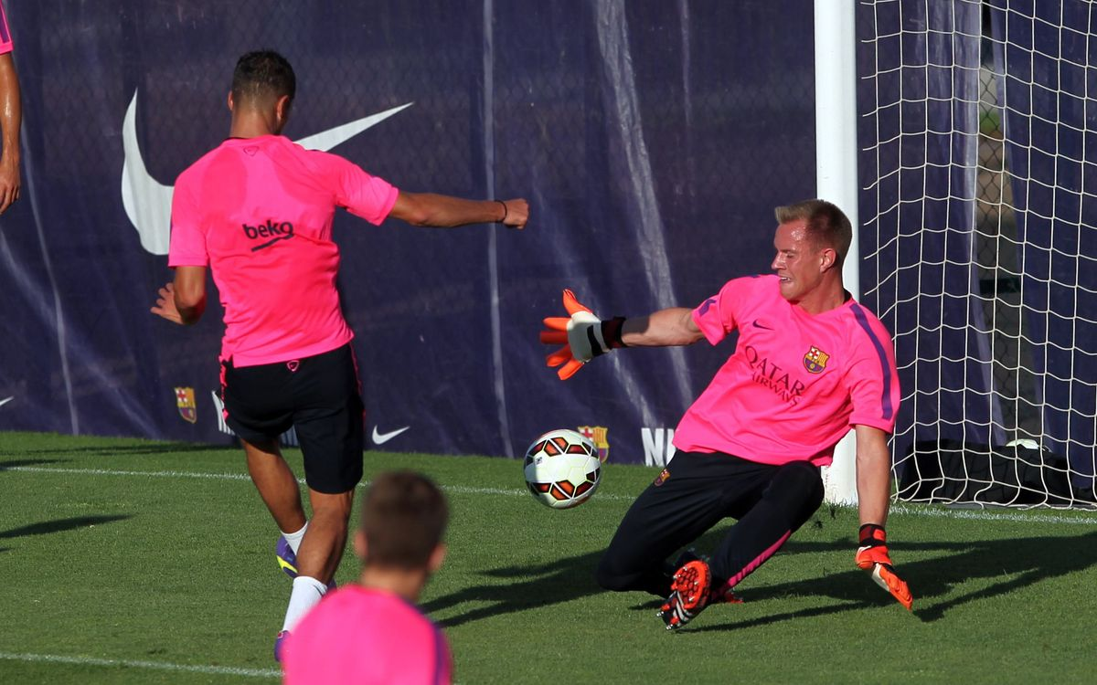 Evening training session with 22 players
