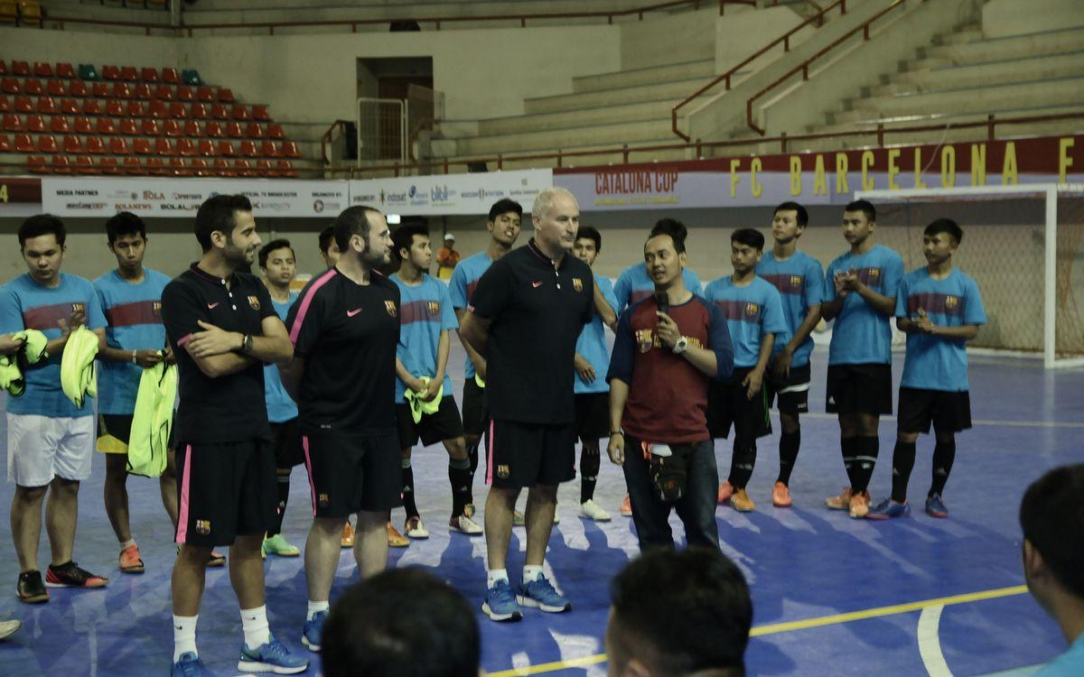 Marc Carmona imparteix un clínic per a entrenadors i jugadors indonesis