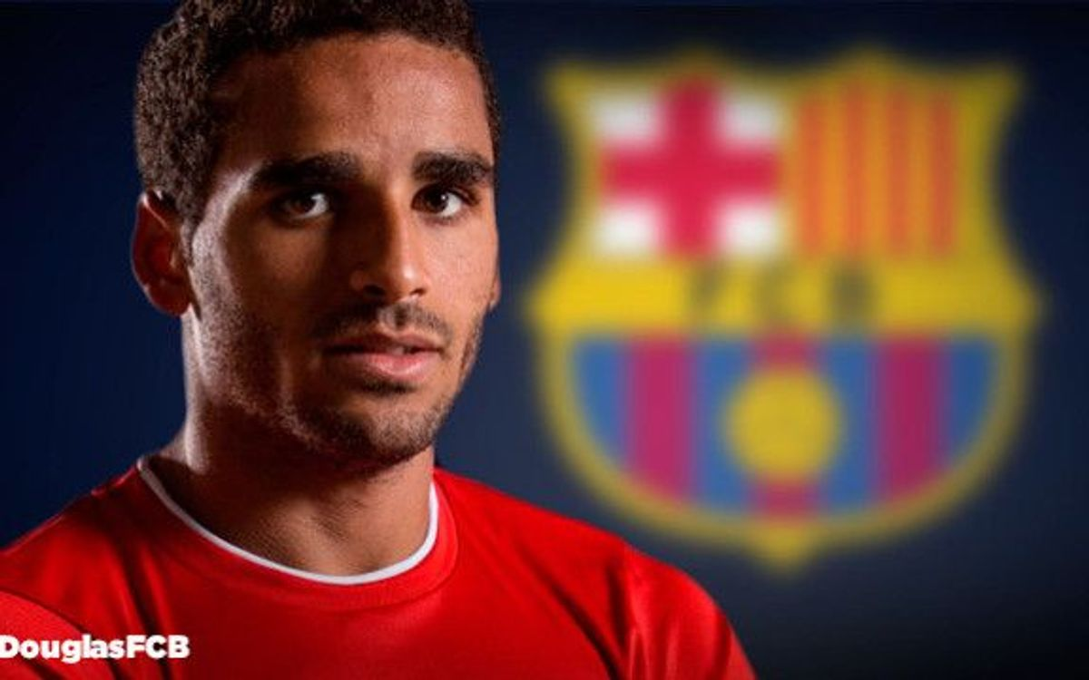 LIVE- Official presentation of new Barça's player Douglas