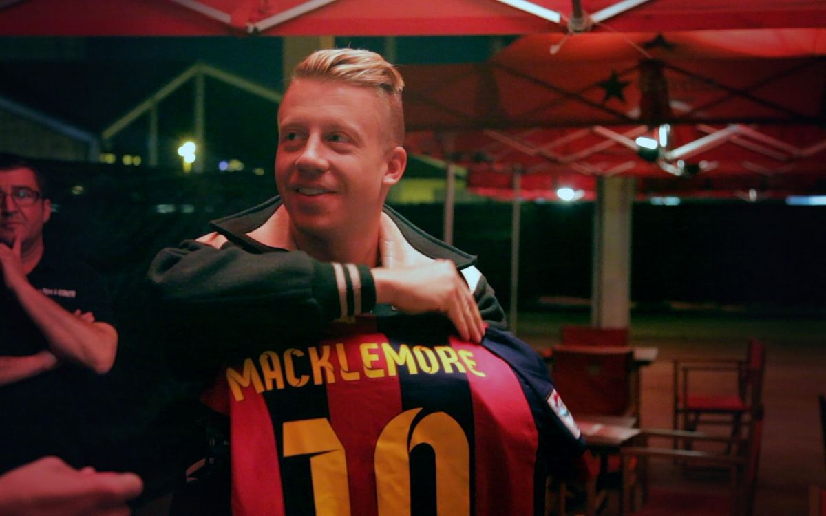 Macklemore dons the FC Barcelona strip