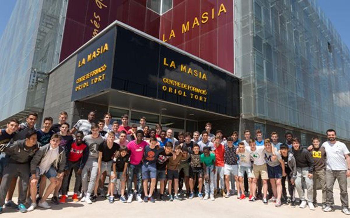 Foto de família dels residents de la Masia de la temporada 2013/14