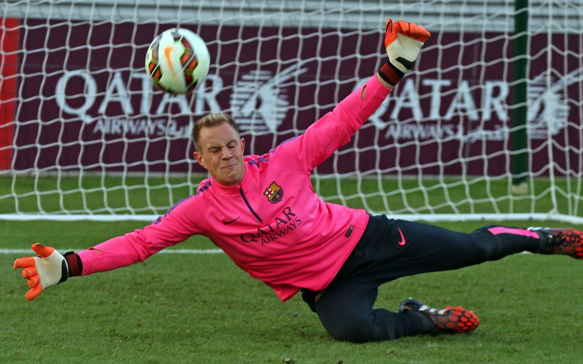 Ter Stegen suffers back injury in training