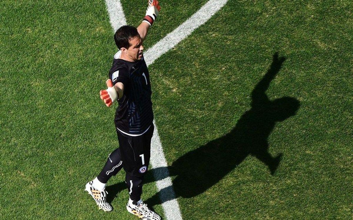 Claudio Bravo llegará el domingo y será presentado el lunes
