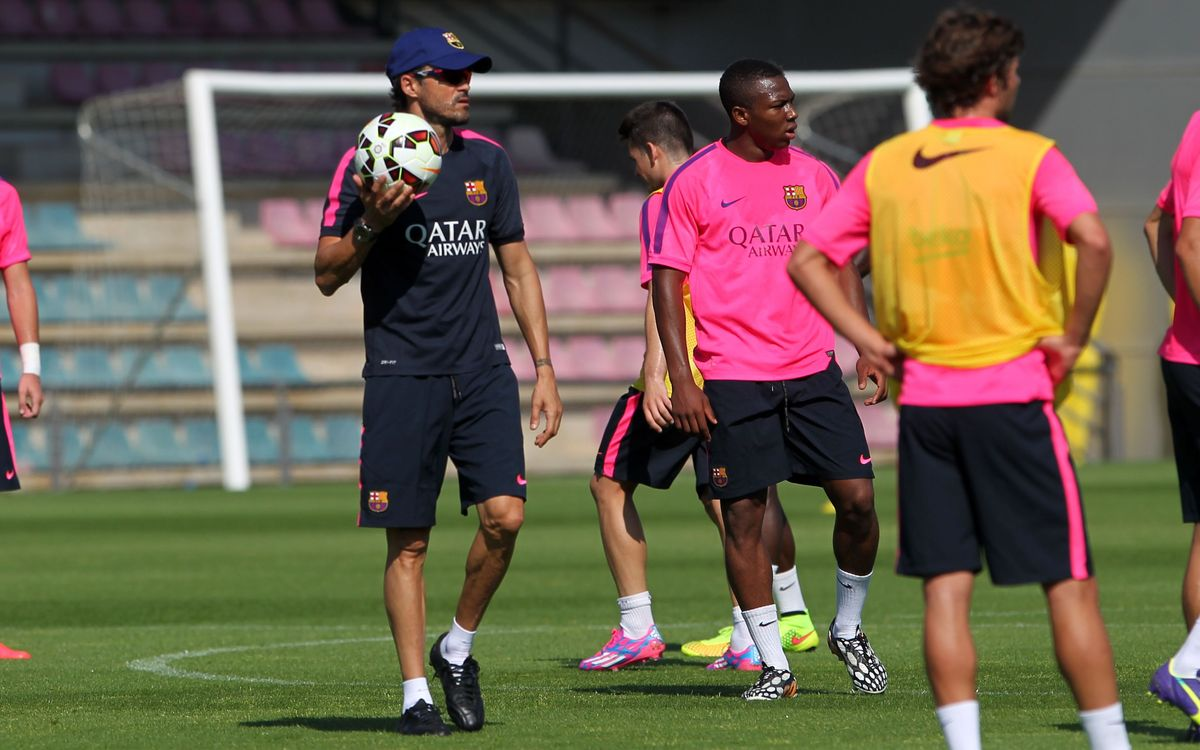 Training session with 8 first team players and 15 Barça B players