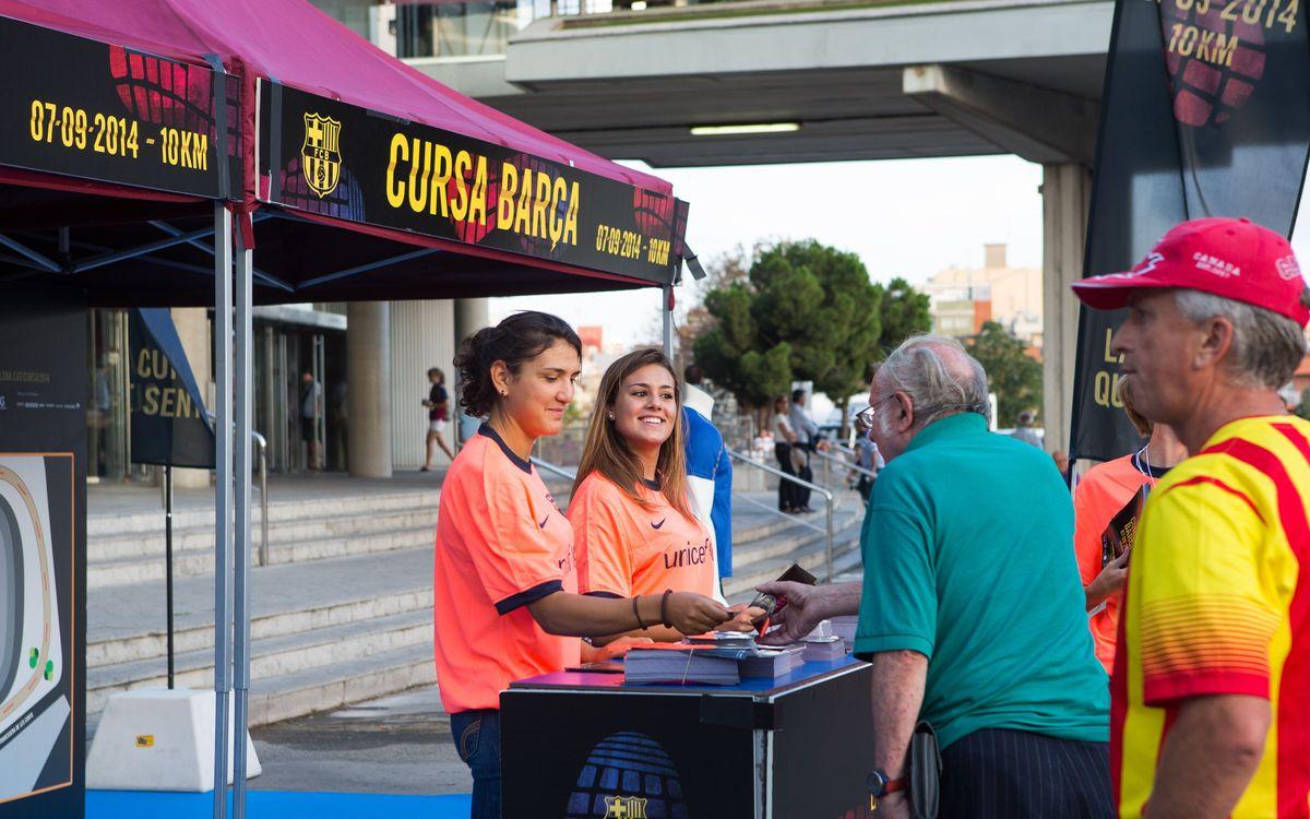 Dos estands informatius per promocionar la Cursa Barça 2014