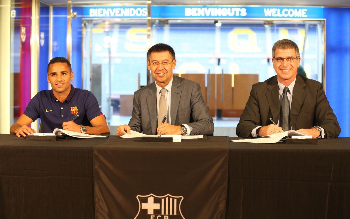 Douglas Pereira signs FC Barcelona contract