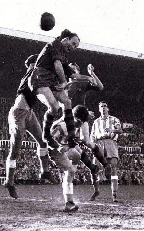 75 años del debut de César con el Barça