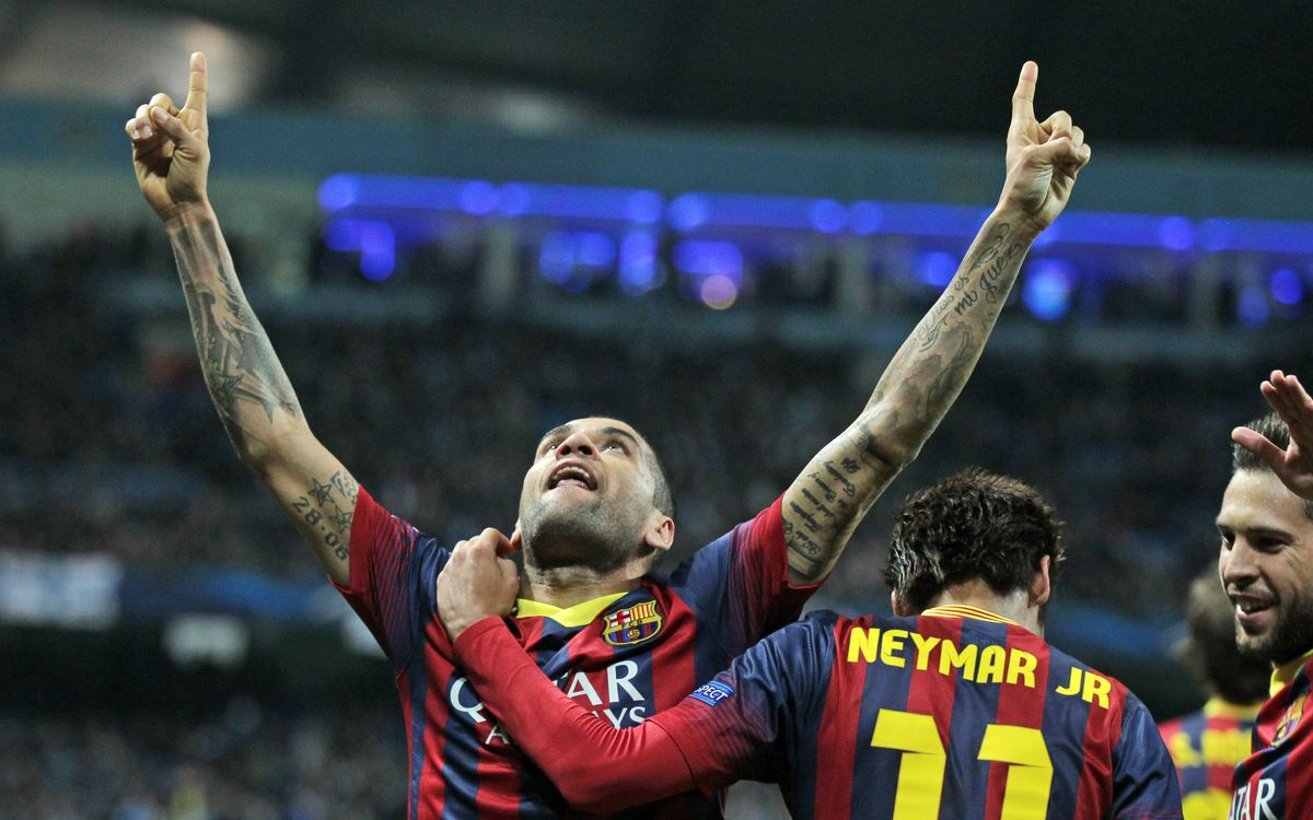Manchester City FC - FC Barcelona: Messi and Alves set up impressive first leg win