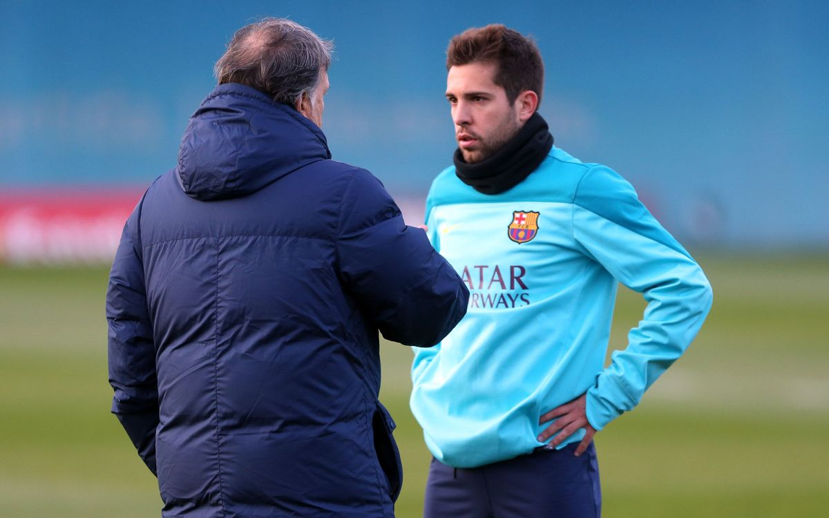 Jordi Alba trains with the team