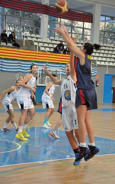 Derrota amb dues cares per al bàsquet femení (81-63)