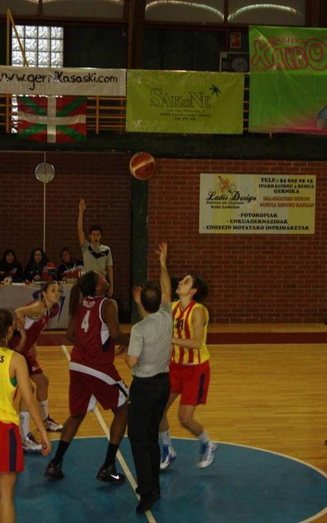Sense opció davant el líder per al bàsquet femení (84-47)