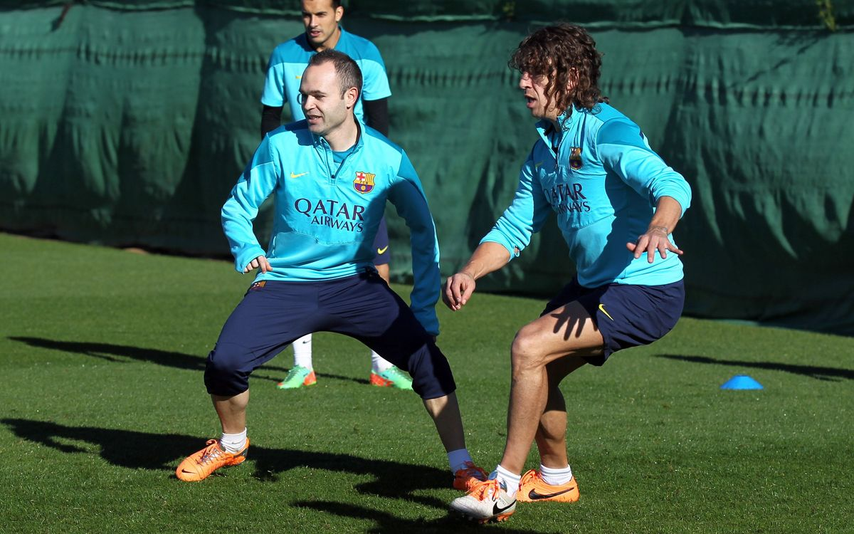 Iniesta and Puyol train with the rest of the squad