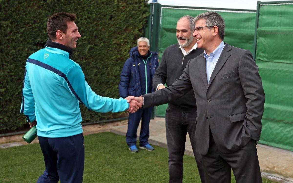 Jordi Mestre visits FC Barcelona's training session