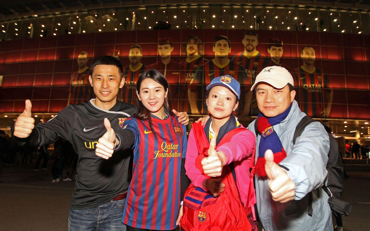 Los culés chinos del concurso de Catalunya Turisme disfrutan del Barça-Celta