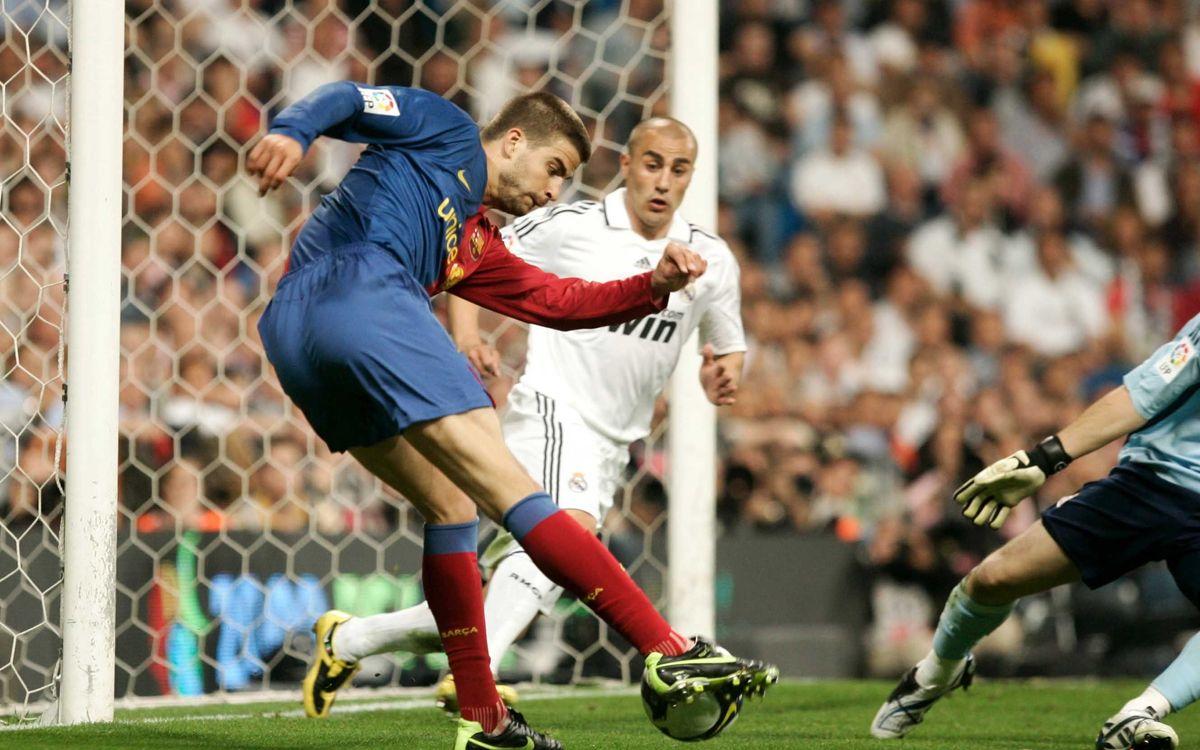 Piqué, a punt de fer el 2-6 al Bernabéu l'any 2009 / FOTO: MIGUEL RUIZ-FCB