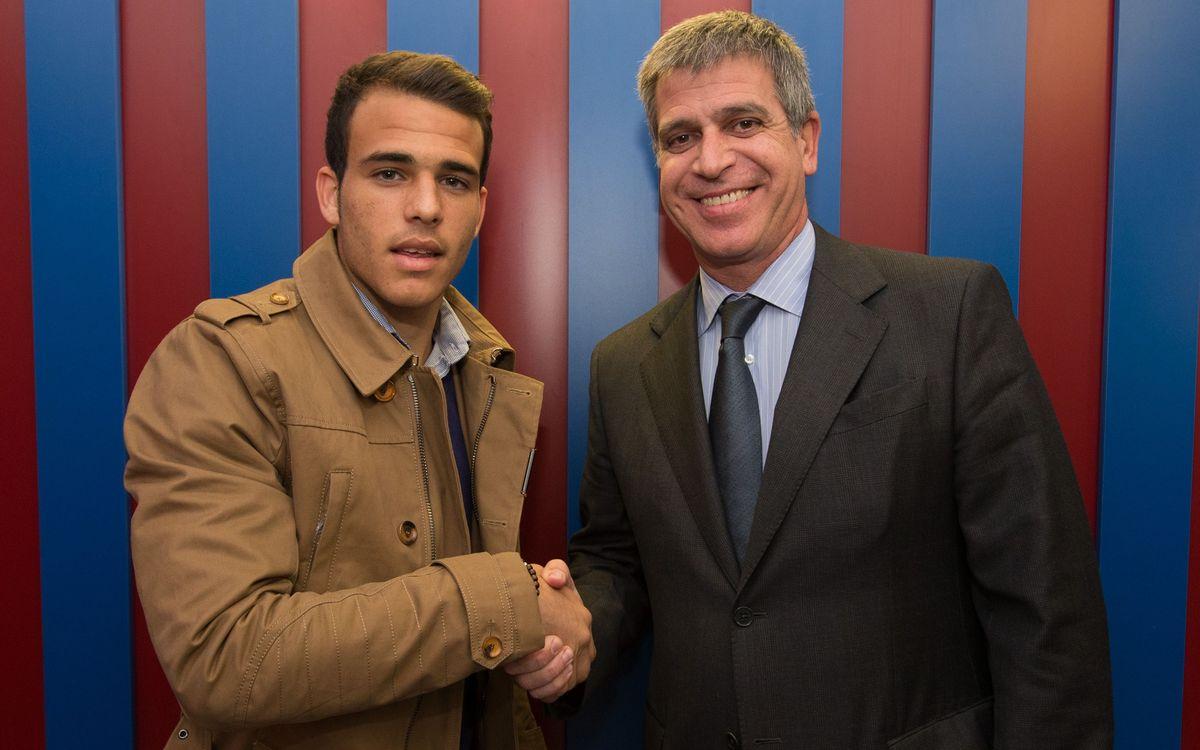 Sandro Ramírez signa la renovació