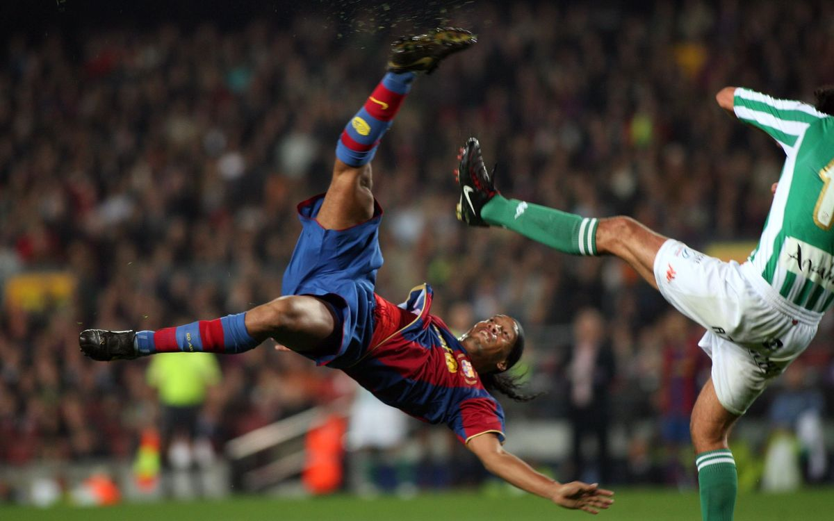 The most spectacular goals scored by Ronaldinho for FC Barcelona