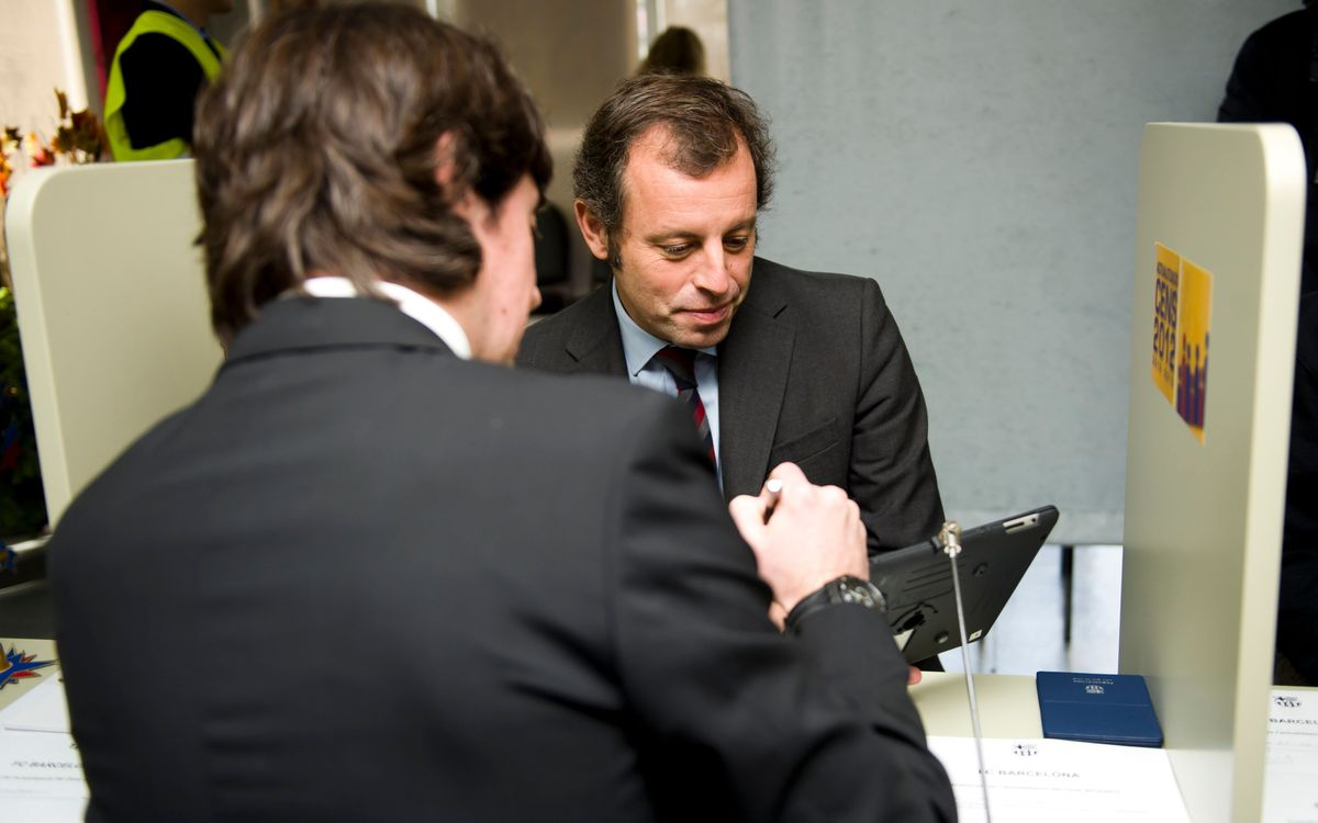 Sandro Rosell thanks club members for their help with the census