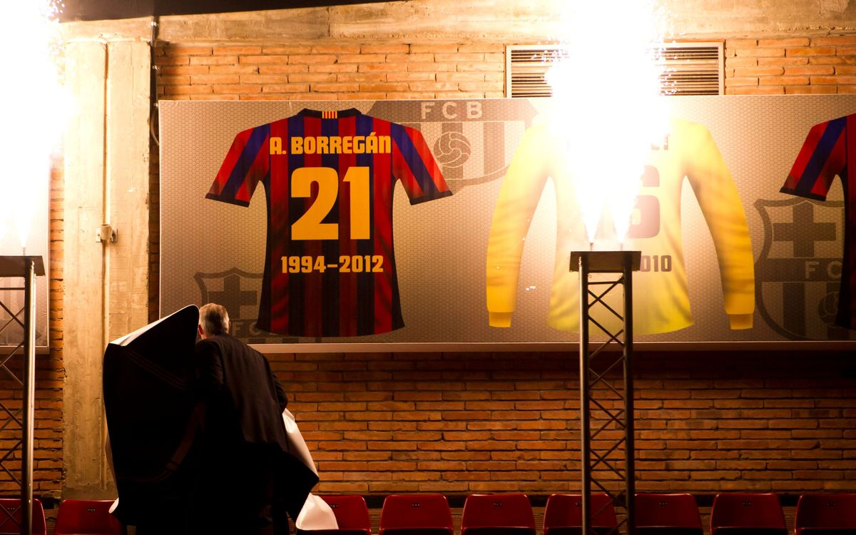 Beto Borregán's jersey takes its place of honour at the Palau Blaugrana
