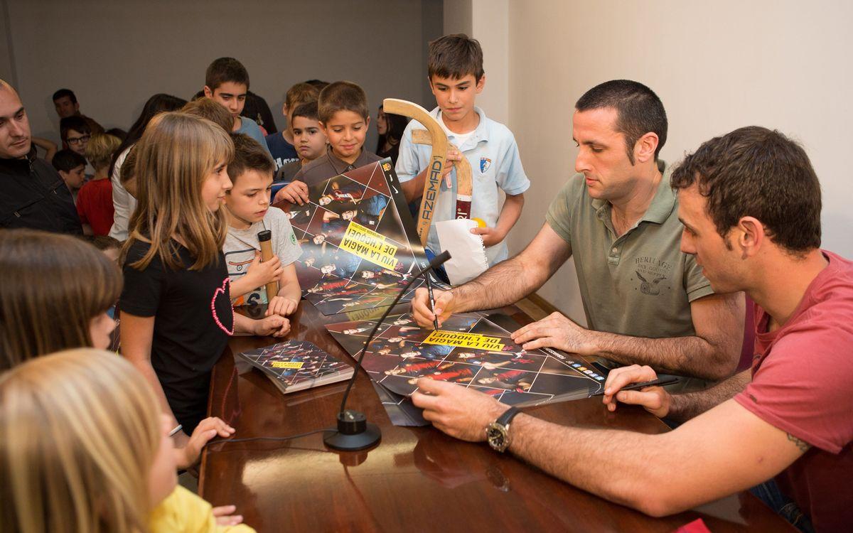 Sergi Panadero i Aitor Egurrola visiten l'Escola Claret de Barcelona
