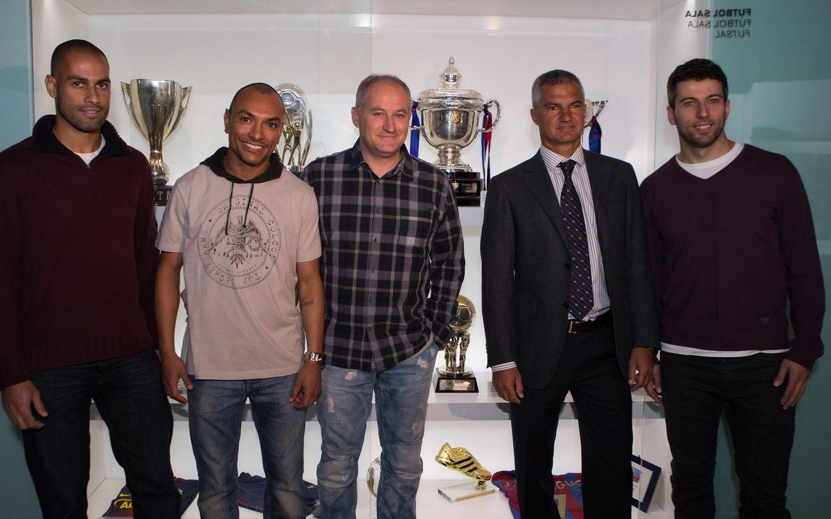 Marc Carmona, Torras, Ari i Fernandao entreguen la Copa del Rei al Museu