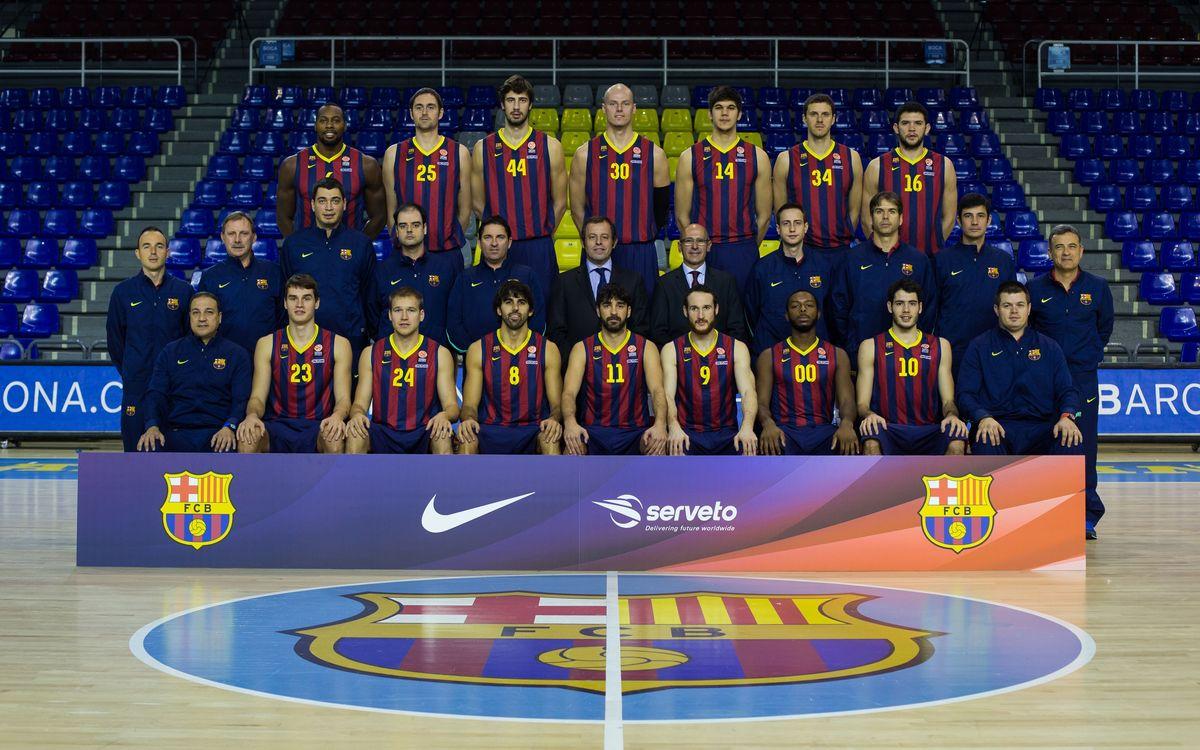 Sandro Rosell, a la foto oficial amb el primer equip de bàsquet i l'handbol
