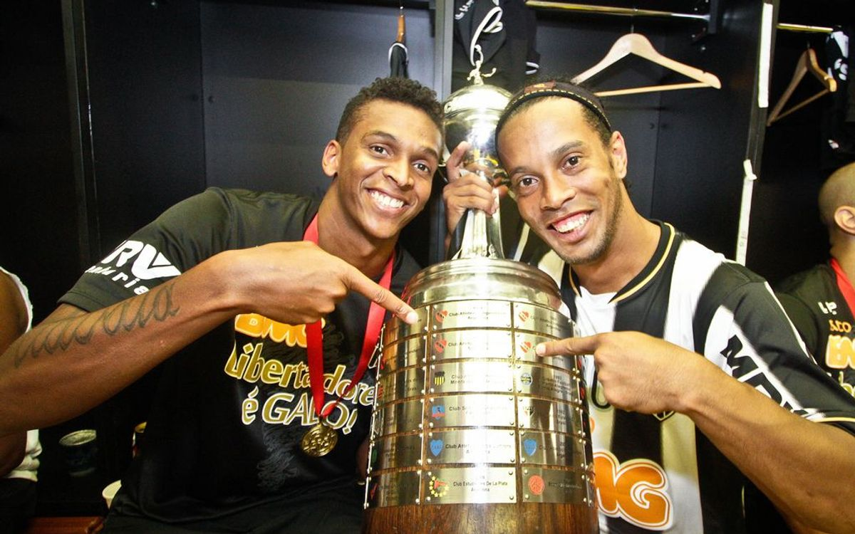 Ronaldinho extends his legend with Copa Libertadores
