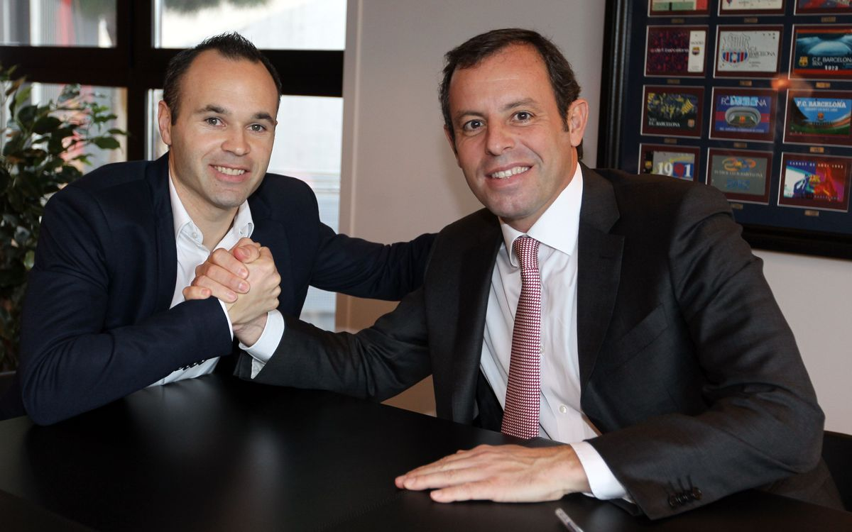 Iniesta signs extension until 2018